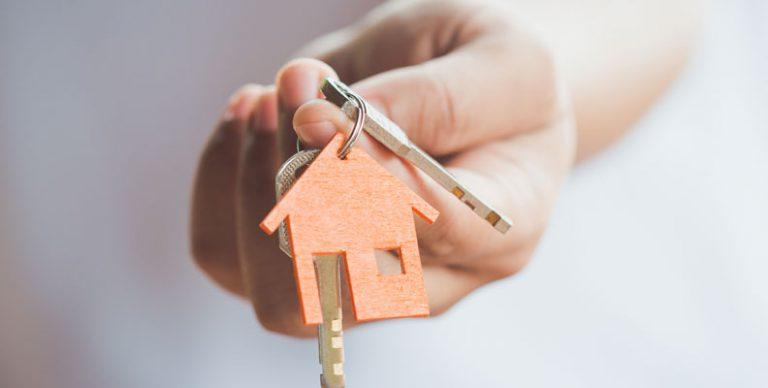 Het aantal vastgoedtransacties zit al jaren in de lift, en het ziet ernaar uit dat er in 2018 opnieuw recordcijfers werden gehaald met nog steeds stijgende prijzen voor huizen en appartementen. Maar wat kan je verwachten als je vandaag investeert in een appartement of een huis om te verhuren?