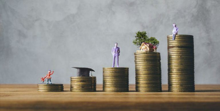 Bankadviseurs slaan hun klanten al eens om de oren met financieel jargon als gereglementeerd sparen en niet-gereglementeerd sparen. Maar wat betekent dat eigenlijk?